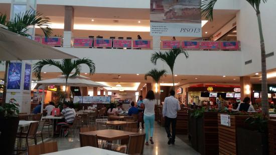Praça de alimentação do Shopping da Ilha