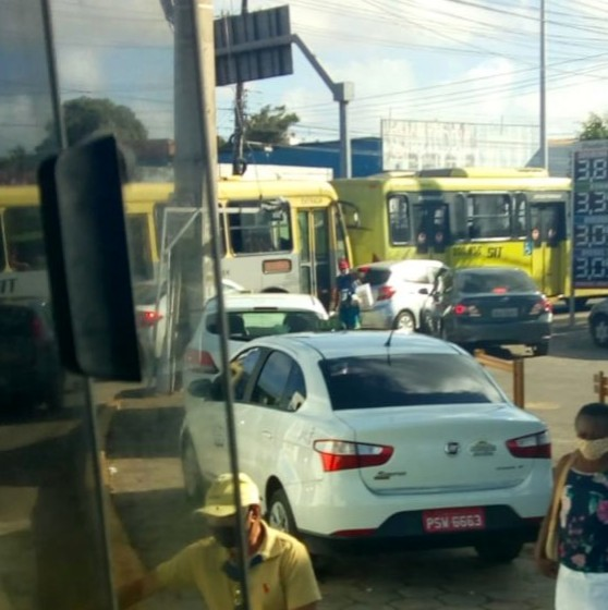 Trânsito parado no retorno da Forquilha