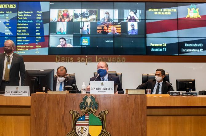 Sessão na qual foi aprovada MP que dispõe sobre parcelamento excepcional de IPVA, conduzida pelo presidente Othelino Neto